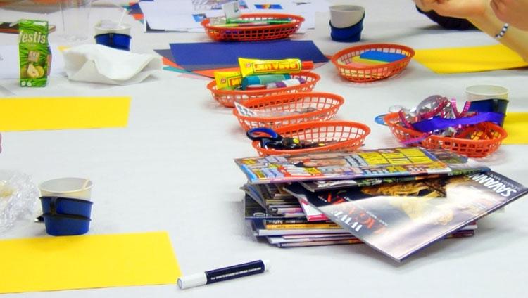 lim, pennor och annat pysselmaterial