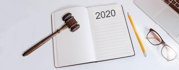 Ordförandeklubba på ett block med noteringen 2020