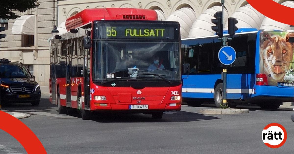 En röd buss och en blåbuss