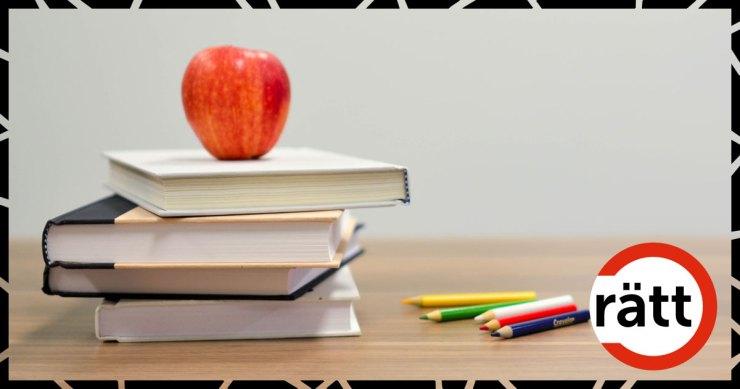 Ett äpple på en hög med böcker